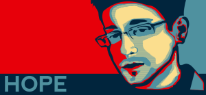 Imatge d'Snowden a un póster de HOPE (esperança), en referència als pósters de Sheppard Fairey utilitzats en la campanya d'Obama del 2008. Font: Wikimedia Commons. Autor: Eliza does